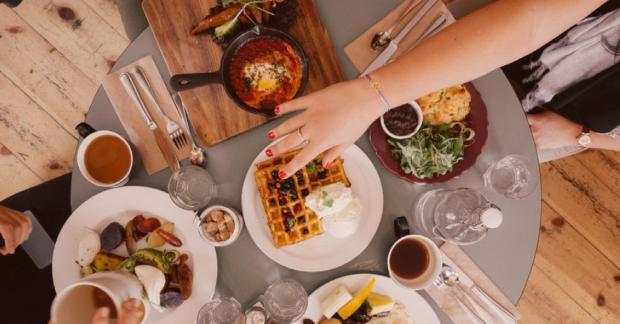refeição com várias especialidades